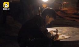 ผมรักแม่...เผยเรื่องราวเด็กชายชาวจีนนั่งทำการบ้านใต้แสงไฟรถสามล้อ