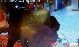 นาทีระทึกขวัญ 3 โจรควงปืนปล้นร้านทองกลางห้างชลบุรี