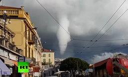 ภาพระทึกพายุหมุนก่อตัวอยู่ตรงหน้า พัดถล่มเมืองเก่าอิตาลี