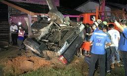 อดีตตำรวจยกบ้านไปกินเลี้ยงวันพ่อ บึ่งรถชนเสาไฟ 5 ศพ