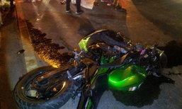 ชนสยองกลางแยก หกล้อเร่งเครื่องชนจักรยานยนต์ 2 ศพ