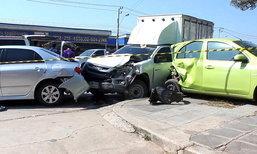 รถกระบะชน จยย. 2 สามีภรรยาเสียชีวิต หลานวัย 2 ขวบบาดเจ็บ