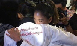 เผยที่มาภาพ ก้อย รัชวิน ร้องไห้กอด ตูน หลังพิธีบายศรีสู่ขวัญ