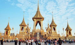 คนไทยเนืองแน่น ชมนิทรรศการพระเมรุมาศ วันนี้วันสุดท้าย