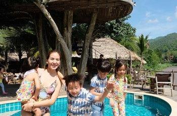 พลอย และลูกๆ น้องชิโน่ น้องชิลี และ น้องชีตาร์ น้องชิลิน