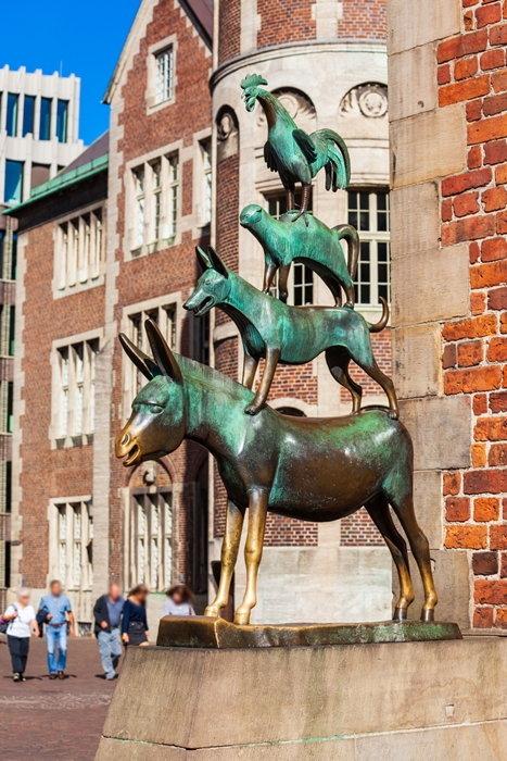 รูปปั้นสี่สหายนักดนตรีกลางเมืองเบรเมน เยอรมนี