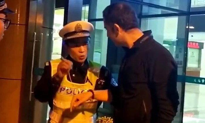 ผิดก็คือผิด ชายต่างชาติโดนจับเมาแล้วขับ อ้างสารพัดแต่ตำรวจจีนก็ไม่ผ่อนปรน