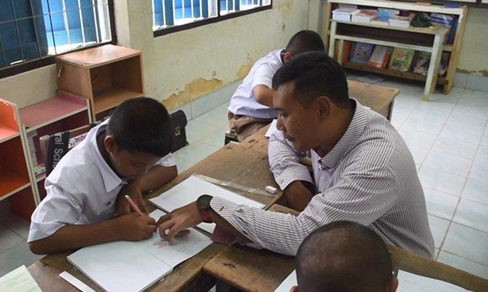 เปิดใจ ครู ป.โท ค่าจ้างถูกกว่าค่าแรงขั้นต่ำ เพราะสอนเด็กยากจนได้รับการศึกษา
