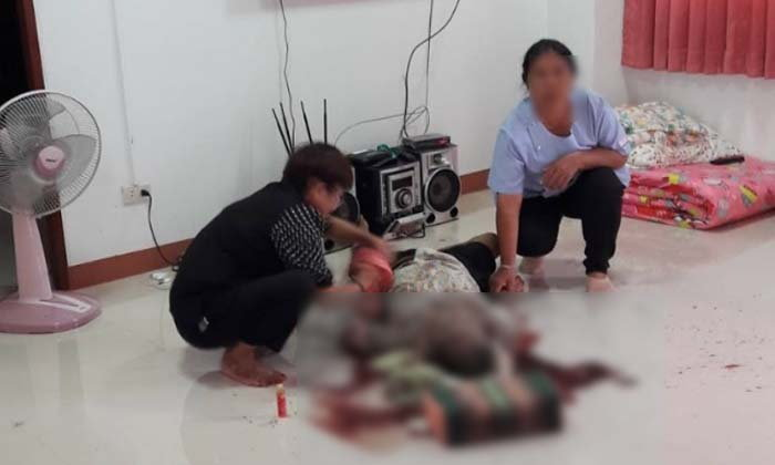 โหดเหี้ยม พ่อเฒ่าวัย 88 นอนฟังวิทยุอยู่คนเดียว ถูกฆ่าตายจมกองเลือดคาบ้าน