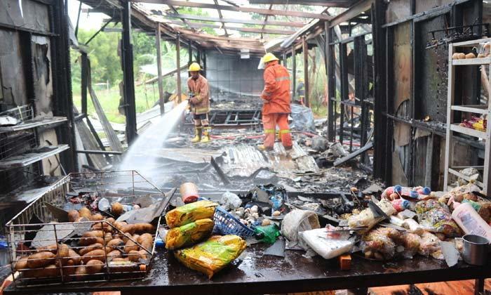 เผาวอด 9 ห้อง-ไฟไหม้แคมป์คนงานบริษัทดังย่านปทุมฯ โชคยังดีไร้เจ็บตาย