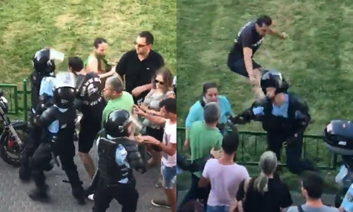 """ตำรวจโรมาเนีย บีบคอผู้ประท้วง แต่โดนแก้เกม """"กระโดดถีบ"""" ทีเผลอ จนหน้าทิ่มพื้น"""