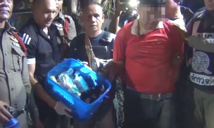 กระบะแหกด่านตรวจชนกำแพงวัด-รวบคนขับซุกยาบ้าในรถเกือบ 5 หมื่นเม็ด