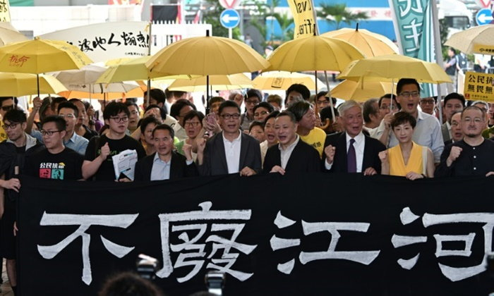 """ศาลฮ่องกงจำคุก 4 แกนนำ """"ปฏิวัติร่ม"""" ฐานก่อความรำคาญต่อสาธารณะ"""