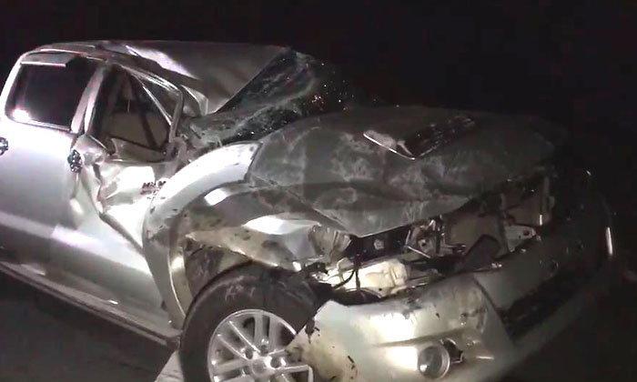 จุดจบไม่คาดเบลท์-กระบะยางแตก! คนขับตกใจเหยียบเบรก ร่างปลิวตกรถเสียชีวิต