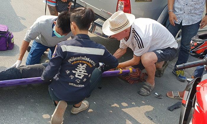หมออาสาฝรั่งไม่รีรอ หยุดช่วยคนเจ็บรถชนกลางถนนแม่สอด