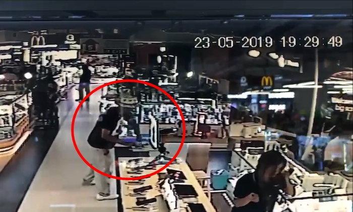 ภาพมัดตัว หนุ่มฝรั่งเศสขโมยมือถือกลางห้างดัง พนักงานไล่จับส่งตำรวจวุ่น