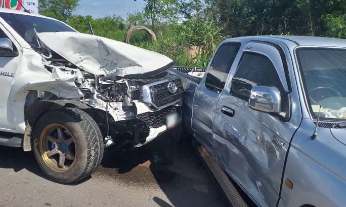 อุบัติเหตุรถกระบะชนกันที่จุดกลับรถ 3 คันรวด