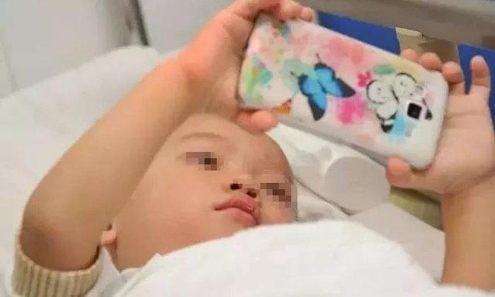 ภัยร้าย เด็กหญิง 2 ขวบ ติดเล่นมือถือ ทำสายตาสั้นถึง 900