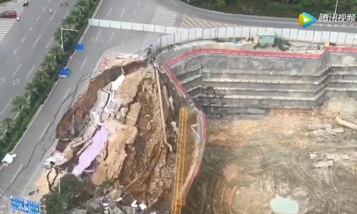 ภาพชวนระทึก นาทีถนนเมืองจีนถล่ม พังราบชั่วพริบตา