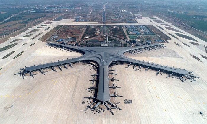 """ใหญ่ใช่เล่น เผยภาพการก่อสร้าง """"ชิงเต่าเจียวตง"""" สนามบินใหม่ของจีน"""