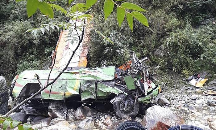 รถบัสอินเดียตกเขาที่รัฐหิมาจัลประเทศ ตาย 44 เจ็บอีก 28