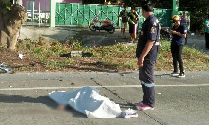 อุบัติเหตุสยอง หม่องขี่จักรยานยนต์ตัดหน้ากระบะ ถูกชนเสียชีวิต 1 เจ็บ 3