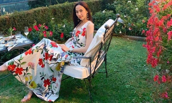 """แม่สวยมาก """"อั้ม พัชราภา"""" บอกเหตุผล ขนเสื้อผ้ากองโตเที่ยวอิตาลีกับ """"ไฮโซพก"""""""