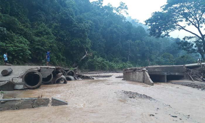 """""""แม่สามแลบ"""" ร้องขอสะพานเหล็กชั่วคราวด่วน หลังสะพานเชื่อมถูกน้ำป่าซัดรุนแรง"""