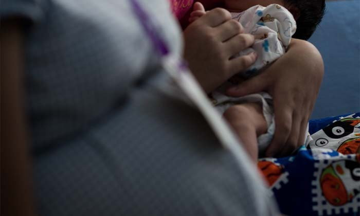 พีคในพีค! สาว 16 เครียดตั้งท้องลูกอีกคน เพราะเพิ่งบอกเลิกแฟนที่ทำเด็ก ม.3 ท้อง