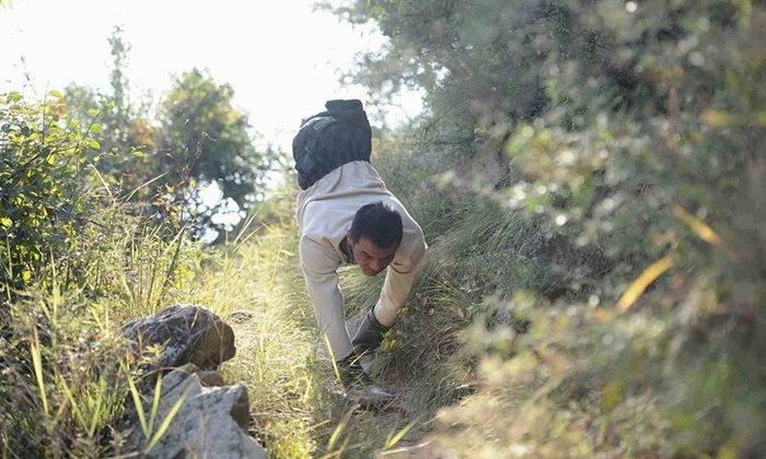 ชายจีนไร้ขา ไม่ย่อท้อต่อชะตา สู้ชีวิตด้วยสองแขนสุดแกร่งมากว่า 20 ปี