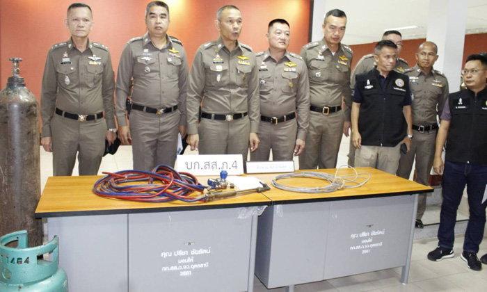 """ตำรวจอุดรฯ เจ๋ง! รวบแก๊งรถซิ่งใช้แก๊สเจาะ-สลิงลากตู้เอทีเอ็ม สารภาพก๊อปปี้ """"เดอะฟาส 5"""""""