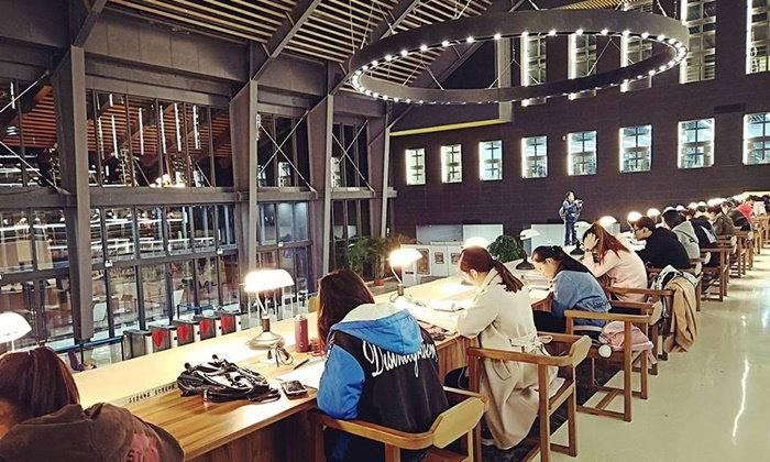 เห็นแล้วอยากอ่านหนังสือ...ห้องสมุดสุดเก๋ไก๋ แถมใหญ่อลังการของมหาวิทยาลัยจีน