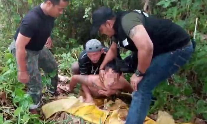 แจวเรือจับ! ตำรวจล่อซื้อ-ไล่ล่าหนุ่มค้ายาบ้าหลังโดดหนีลงคลองมหาสวัสดิ์