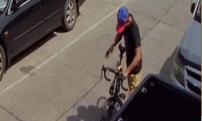 """อยู่ดีๆ ก็หาย-โจรแสบย่องลัก """"จักรยานเสือภูเขา"""" วงจรปิดจับภาพชัด (คลิป)"""