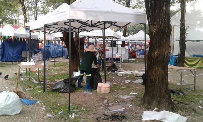 ขยะเกลื่อนสวนลุมพินี วอนผู้เข้าร่วมงานกาชาดรักษาความสะอาด
