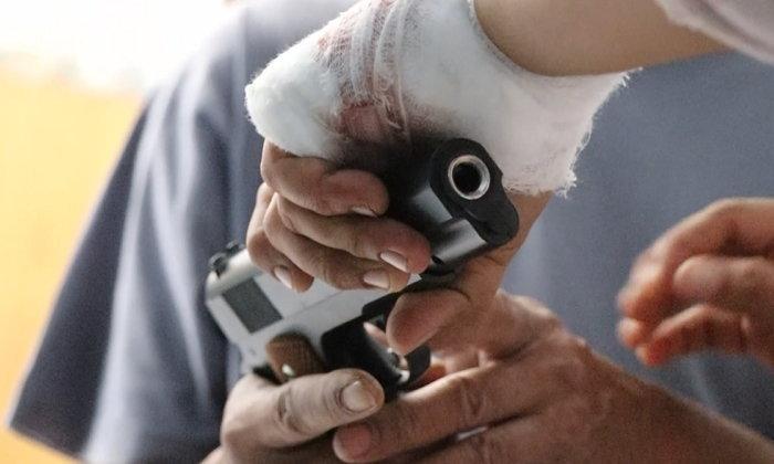 สามีทะเลาะเมียน้อย ปืนลั่นเจาะอกตัวเองดับ เมียหลวงได้แต่ปลง-โทรแจ้งความให้