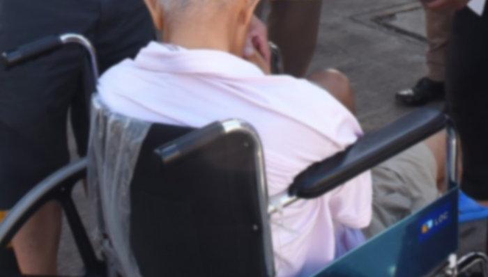 """วันหยุดสุดเศร้า คุณตาวัย 66 ไปกินข้าวกับครอบครัว """"เป็ดย่าง"""" ติดคอเสียชีวิตคาร้านดัง"""