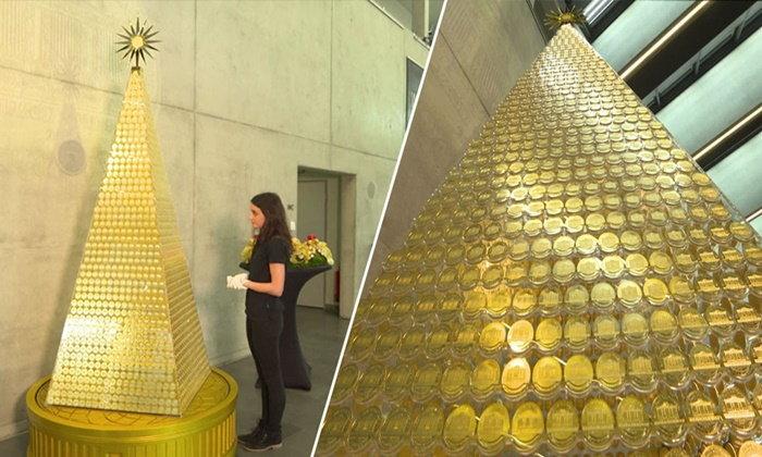 """อลังการ """"ต้นคริสต์มาสทองคำ"""" แพงสุดในยุโรป มูลค่ากว่า 83 ล้านบาท"""