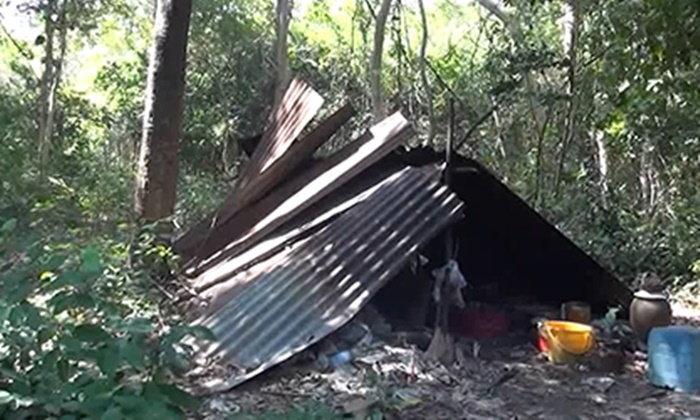 ปู่โสมนอนเฝ้าที่ เฒ่าตายอืดกลางป่า 4 วัน หวงที่ดินนอนแบบนี้มา 30 ปี