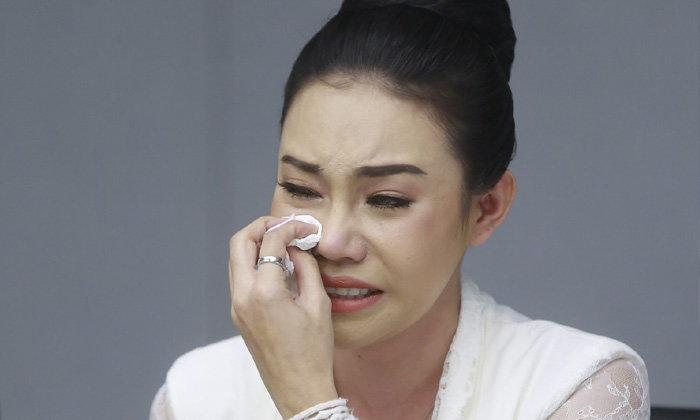 """""""เอมมี่ อมลวรรณ"""" แถลงน้ำตาท่วม ถูกโกงแชร์ 40 ล้าน ตะโกนลั่นห้อง """"ขอเงินคืนได้ไหม"""""""