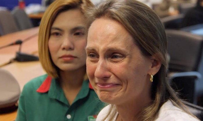 น้ำตา...พอลล่า สาวบราซิลซึ้งน้ำใจสาวมินิมาร์ท เก็บเงินแสนคืนให้ครบ
