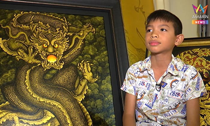 """""""น้องอามานี่"""" ศิลปินวัย 12 ฝีมือศิลปะสุดล้ำ จรดพู่กันแปลงเป็นเงินช่วยเพื่อนผู้ยากไร้"""
