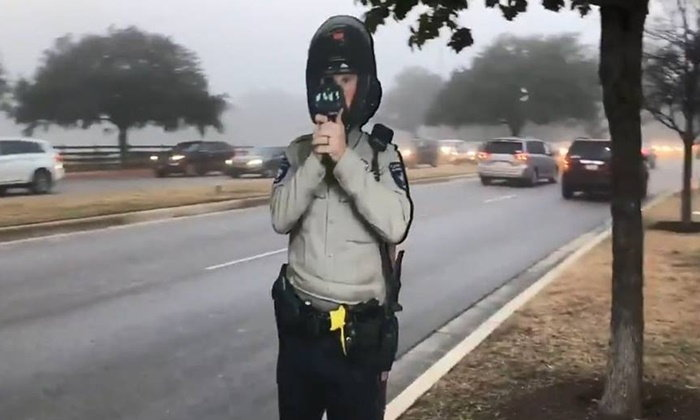 """ตำรวจเท็กซัสเปิดตัว """"จ่าจ้อง"""" ไว้ปราบขาซิ่ง หรือนี่จะเป็นญาติ """"จ่าเฉย"""""""