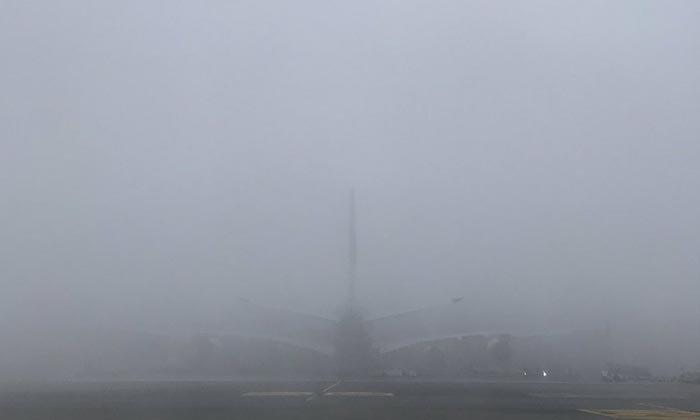 """แห่แชร์ภาพ """"สนามบินสุวรรณภูมิ"""" ฝุ่นระดับวิกฤต ทัศนวิสัยต่ำมองแทบไม่เห็นอะไรเลย"""