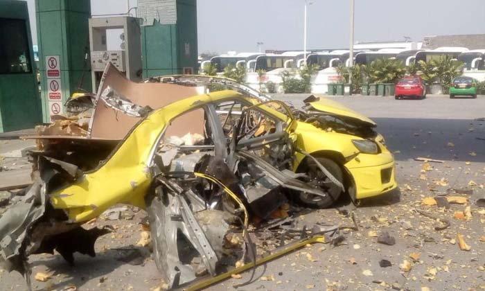 ด่วน! แท็กซี่ระเบิดกลางปั๊มแก๊ส LPG รถเหลือแต่ซาก เจ็บ 3 ราย