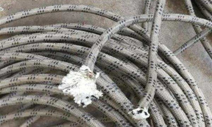 อย่างโหด ชายจีนตัดเชือกโรยตัวคนงานทาสีตึก ฉุนทำเสื้อที่ตากไว้เลอะ