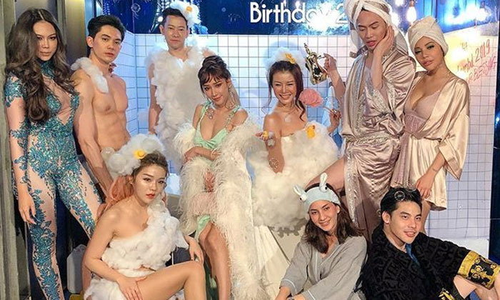 """""""ดีเจมะตูม"""" จัดปาร์ตี้วันเกิดธีมในห้องอาบน้ำ รวมที่สุดของความเซ็กซี่"""