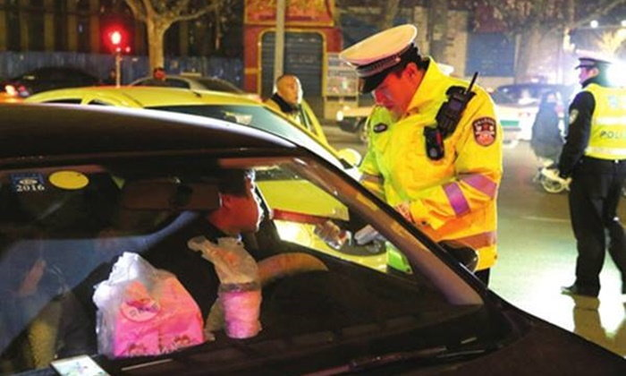 """จีนคุมเข้ม """"เมาแล้วขับ"""" ห้ามขับขี่ตลอดชีวิต โดนแล้วกว่าครึ่งหมื่น"""