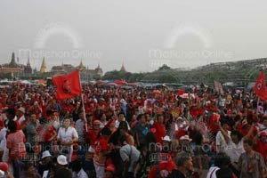 เสื้อแดง นับหมื่นรวมตัวสนามหลวง!! จนท.คุมเข้ม มท.ประเมินมาแค่7.5พันคน