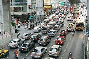 เผยปัญหารถติดเหตุผู้ขับขี่ขาดวินัย รถล้นถนน